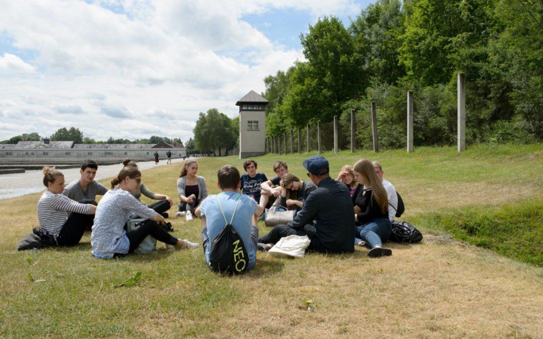 Ausschreibung: Qualifizierung zur Rundgangsleiter*in an der KZ-Gedenkstätte Dachau (beendet)