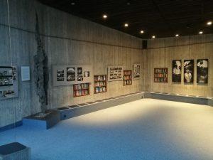 Blick in die Ausstellung Camera Obsura in der Versöhnungskirche Dachau