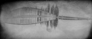 Lochkameraufnahme der Barrackenrekonstruktion auf der Gedenkstätte Dachau